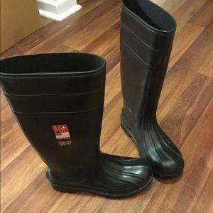 Women's 8 men's 6 steel toe slip resist